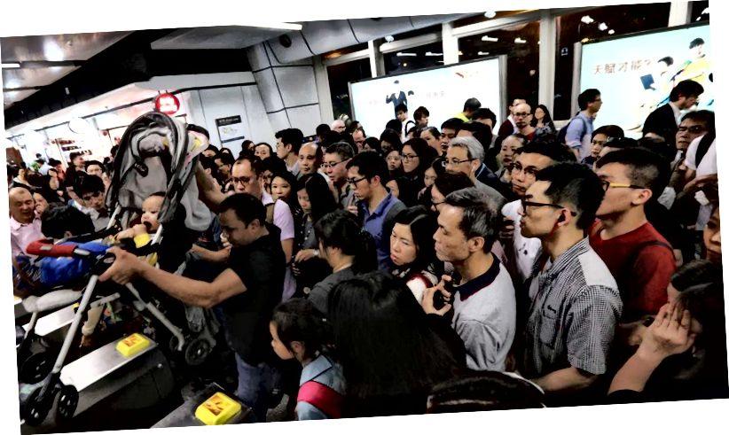 Hong Kong kalabalık çıkışlarda