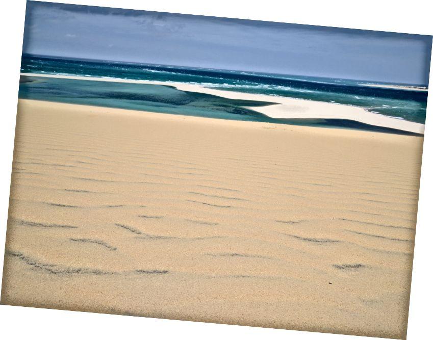 Смішно красиві білі піски та блакитні води Віланкуло, Мозамбік.