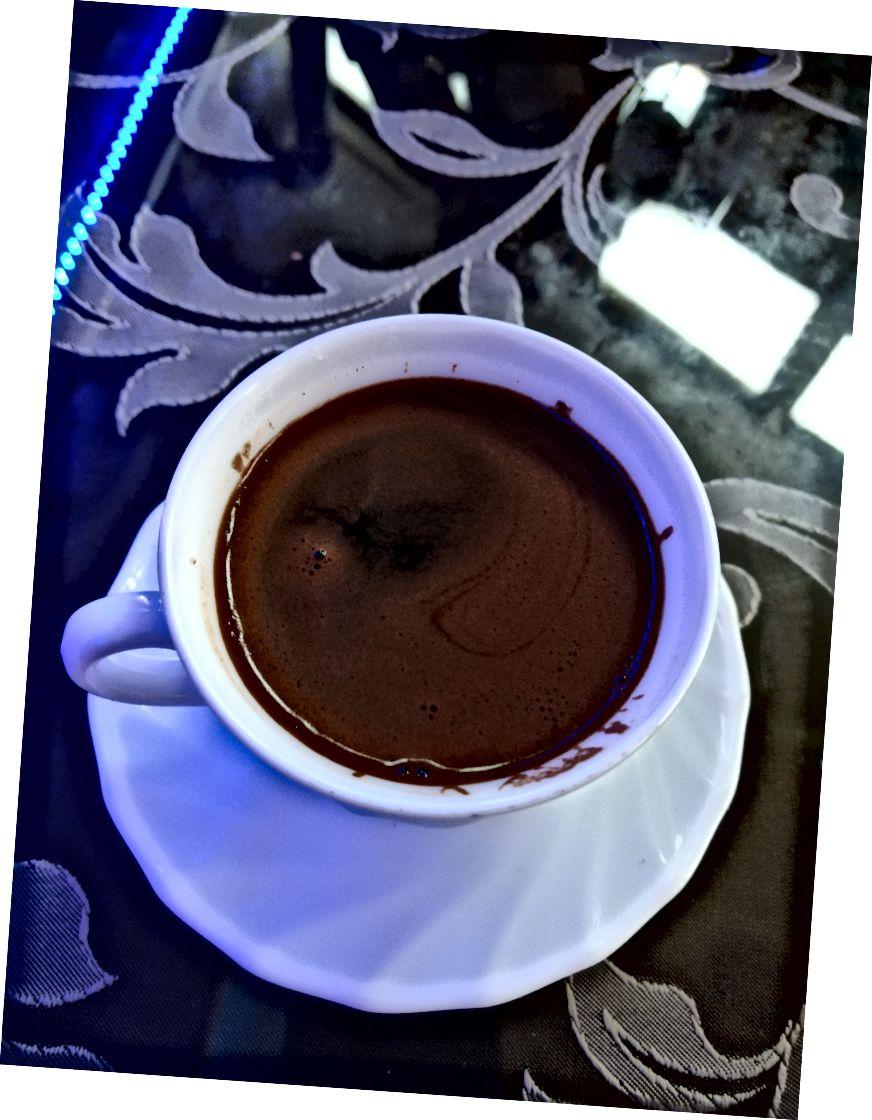 Ніколи не перемішуйте турецьку каву, якщо ви не хочете відчувати себе, як ви п'єте мул.
