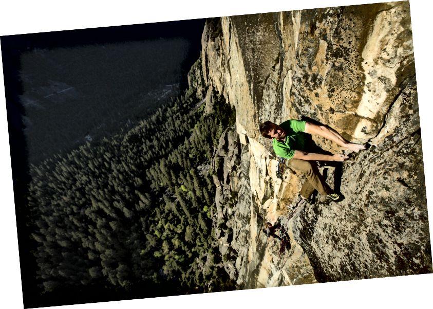 James vestigde een 900 voet nieuwe gratis route in Yosemite. Foto door Mikey Schaefer