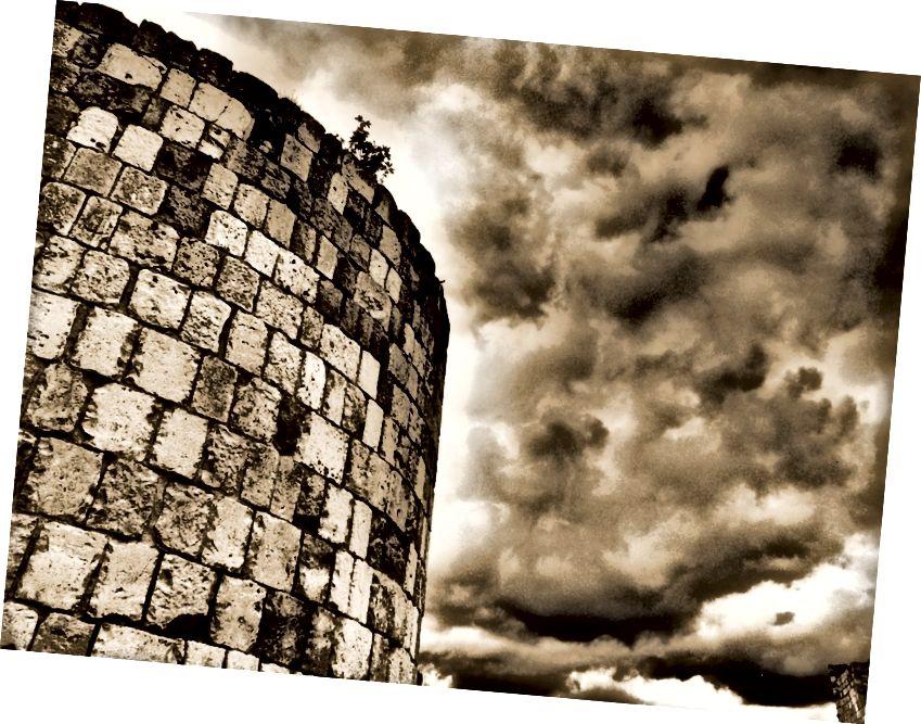Замок Бургос, Адам Крейг