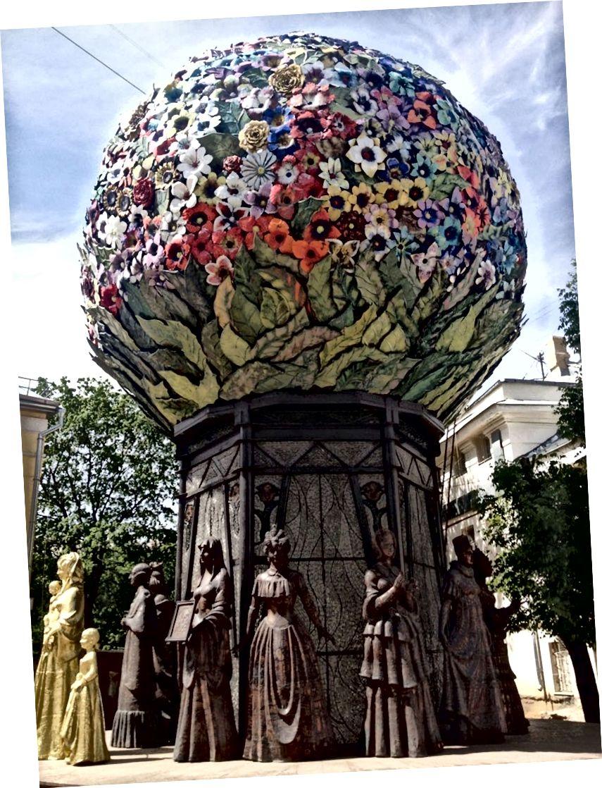 การติดตั้งกลางแจ้งตั้งอยู่ที่พิพิธภัณฑ์ศิลปะสมัยใหม่มอสโก