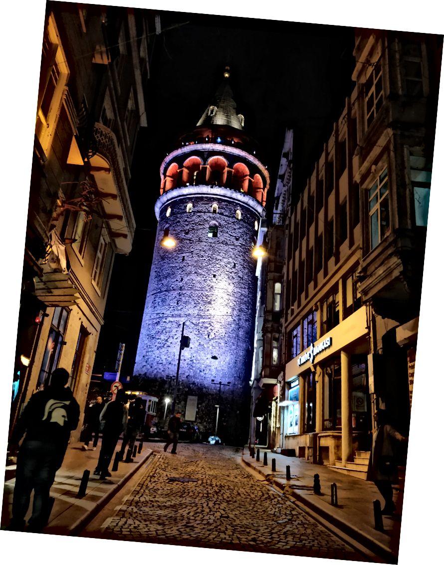 Galata Kulesi; Çalışma saatleri: 09:00 - 20:30; Fiyat: 25 TL; En Yakın İstasyon: Karakoy