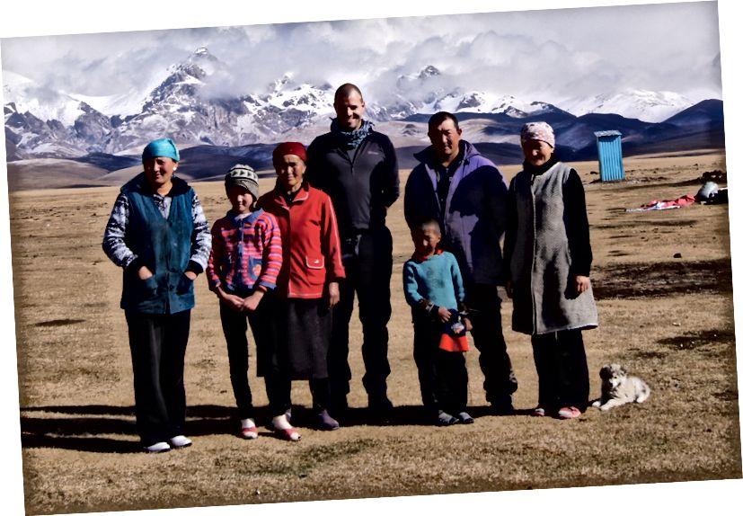 Song Kol'daki konaklamasını Kırgızistan Toplum Temelli Turizm Derneği aracılığıyla ağırlayan ailenin yazarı. Www.cbtkyrgyzstan.kg adresini ziyaret ederek ülke genelinde pansiyon işleten TCMB hakkında daha fazla bilgi edinin.