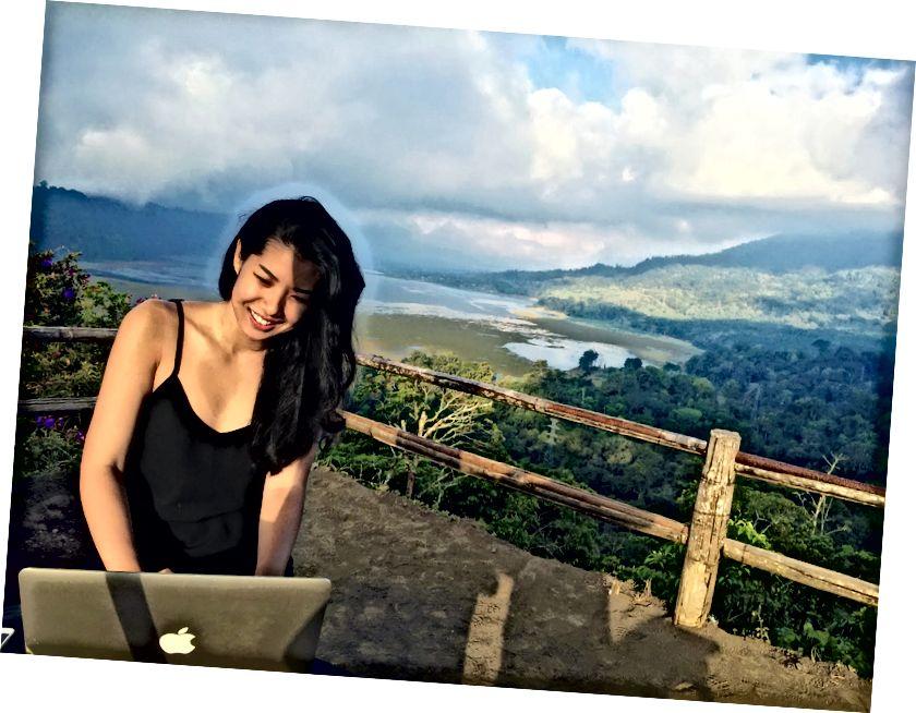 Прескочен на кафу и срећно радећи са планинама Твин Лаке, Бали - 2015