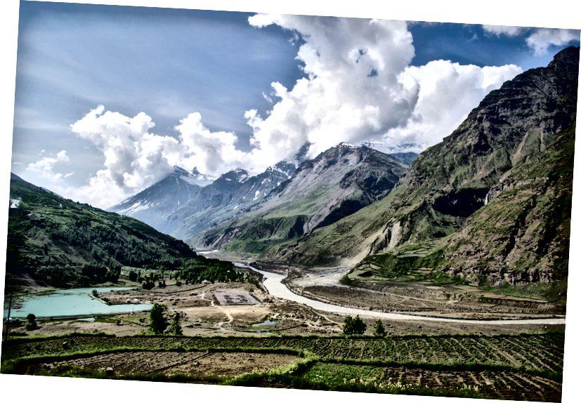 Фарме, планине, језеро, хелипад и река Цхандра, - Сиссу, долина Лахаул, Химацхал Прадесх, Индија