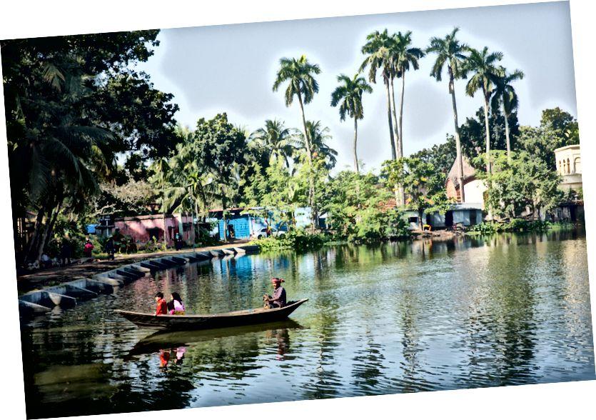 Hồ và sông tồn tại khắp thị trấn