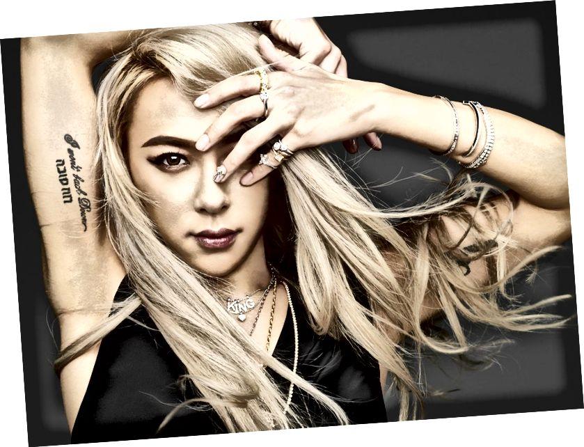"""ADEVĂRând un tatuaj ebraic cu inscripția """"רוח טובה"""" (Bunul Duh). Unul dintre principalii campioni ai tendinței """"fără gen"""""""