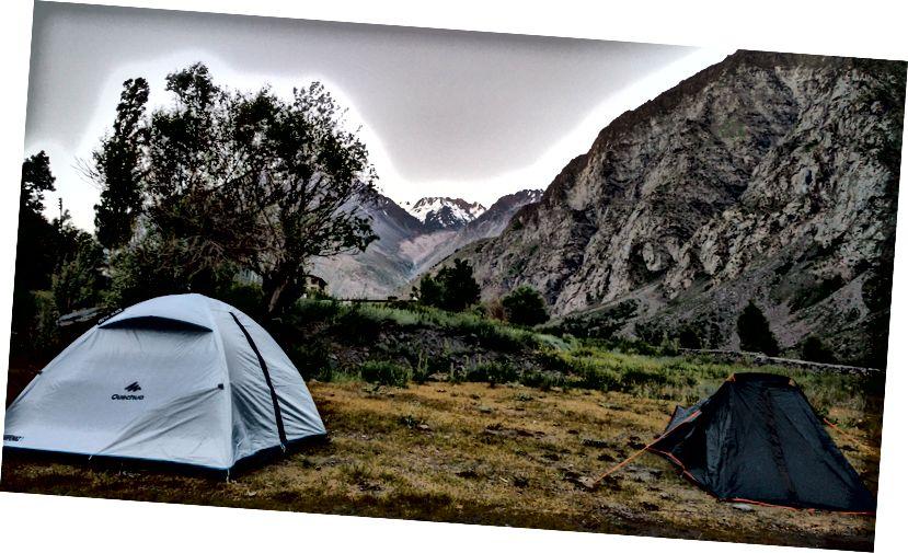 Наши шатори су се сместили за лагано спавање - Јиспа, Химацхал, Индија