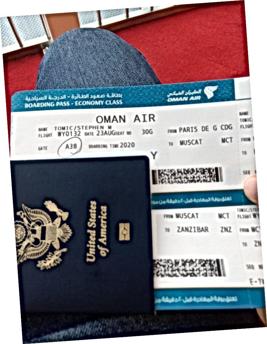 Tipik havaalanı rutini: içki için ücretsiz, nöbetçi kapıya uzun yürüyüş ve birikmiş pasaport pullarına bakmak.