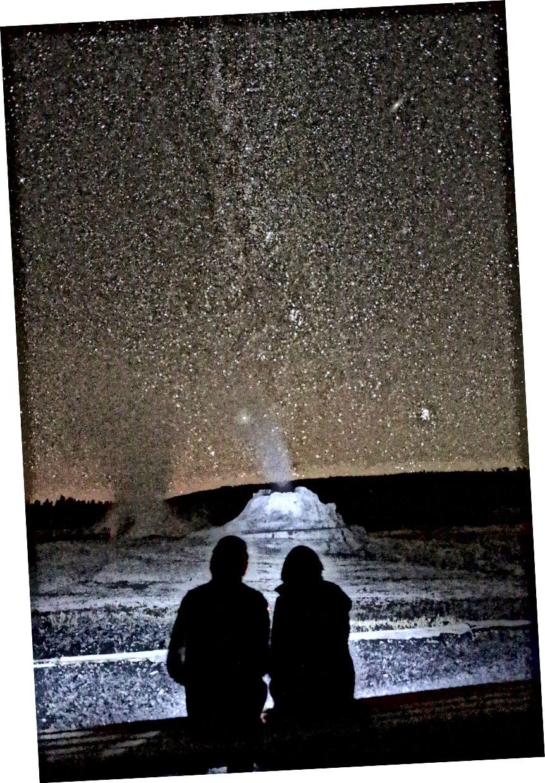 Menunggu Castle Geyser meletus di bawah Bima Sakti