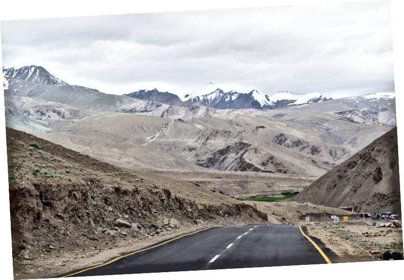 Дуг и кривудав пут, Румтсе, Ладакх, Индија