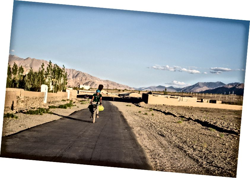 Сахај Парикх у свом циклусу, неколико км пре уласка у Лех