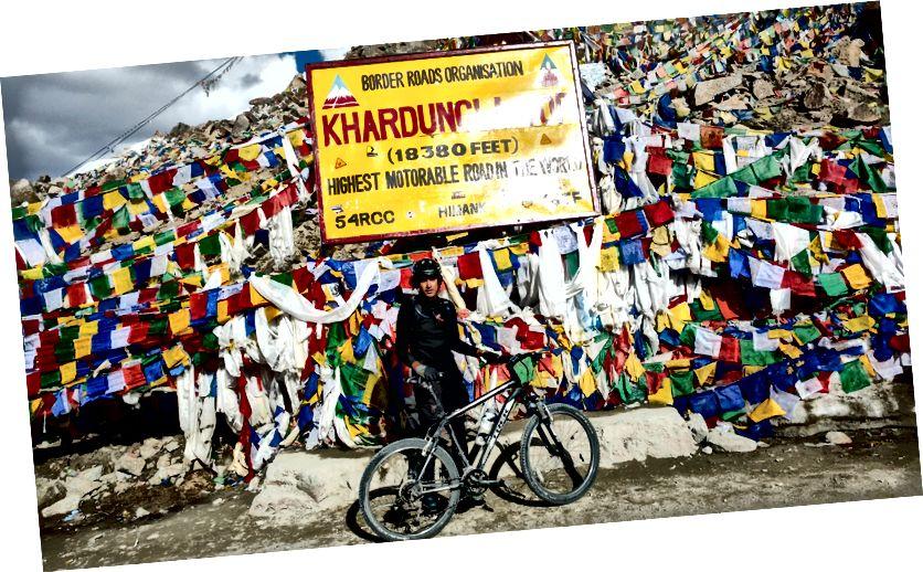 Обавезно позирање на Кхардунгли - вјероватно највећи моторни пут на свијету, нека буде!