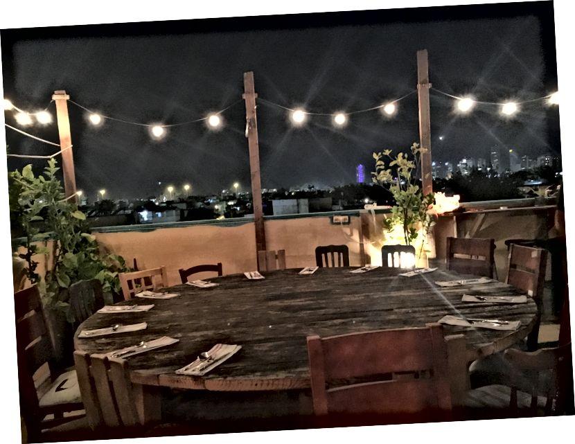 Вечеря в п'ятницю Шабат на даху під зірками
