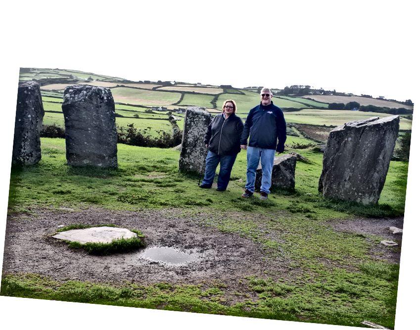 Kathy ve ben Drombeg Stone Circle'da