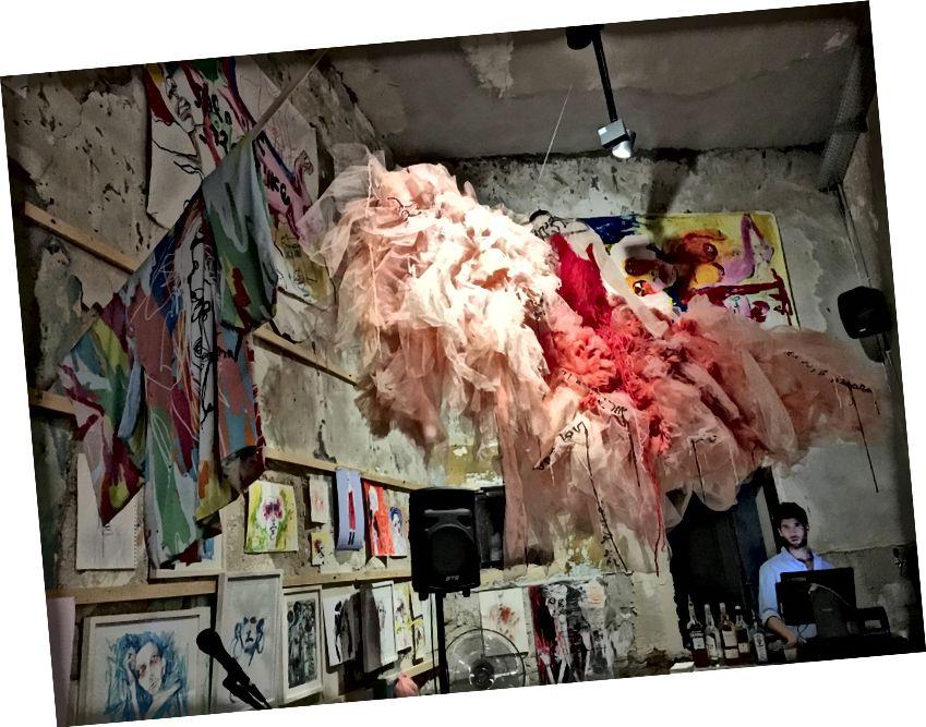 Найкрутіша галерея на гнізді Зозулі, антикварний магазин, який перетворився на бар / ресторан