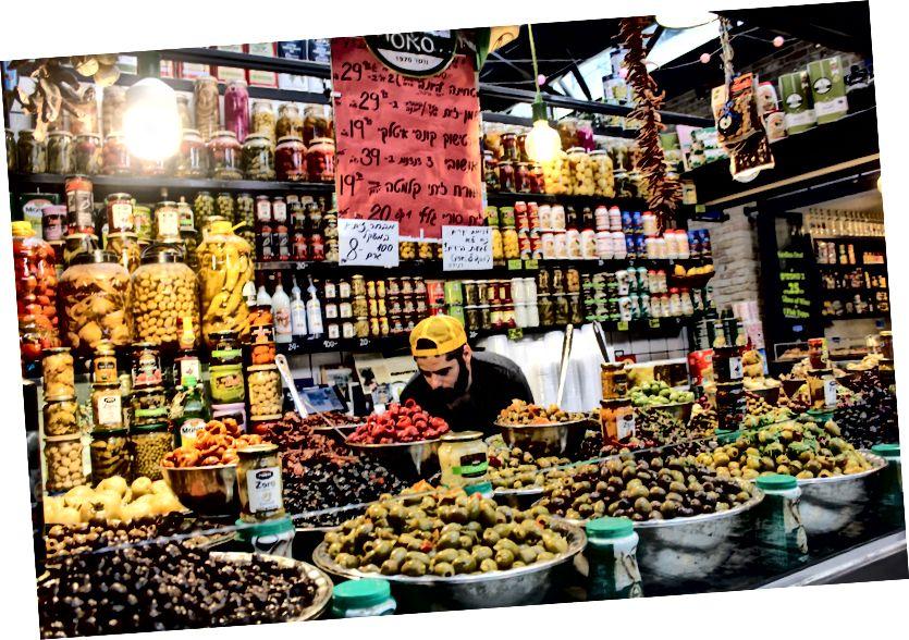 Оливки були лише одним із видів продуктів, доступних на ринку Сароні.
