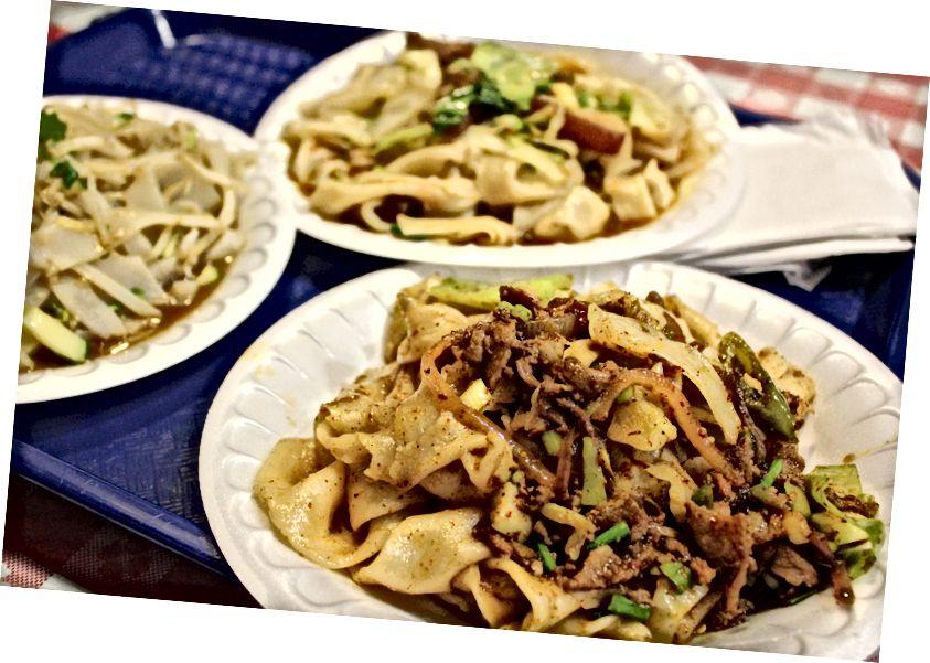 Локшина, витягнута вручну в Xia'an Famous Foods