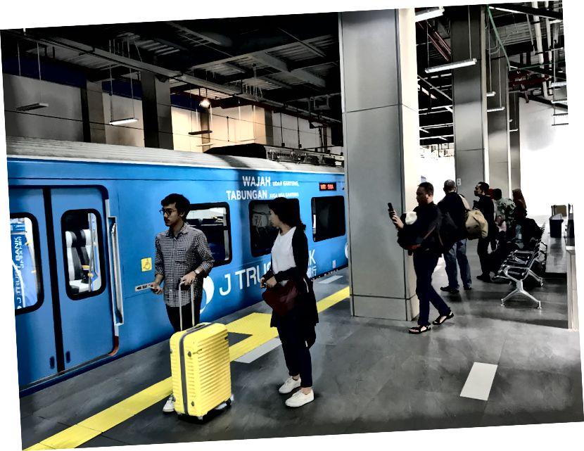 Tren platformu: tren varışının görsel ipuçları yok