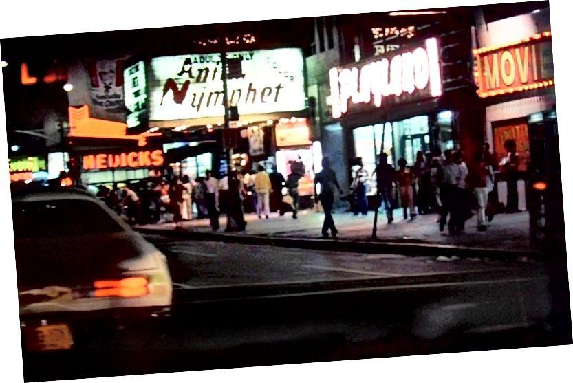 Quan điểm của Travis về Quảng trường Thời đại từ chiếc taxi của anh ấy trong 'Tài xế taxi' | © Hình ảnh Columbia