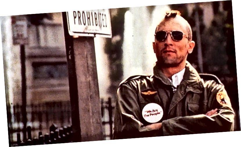 Travis (Robert De Niro) trong vai trò cảnh giác đô thị trong 'Tài xế taxi' | © Hình ảnh Columbia