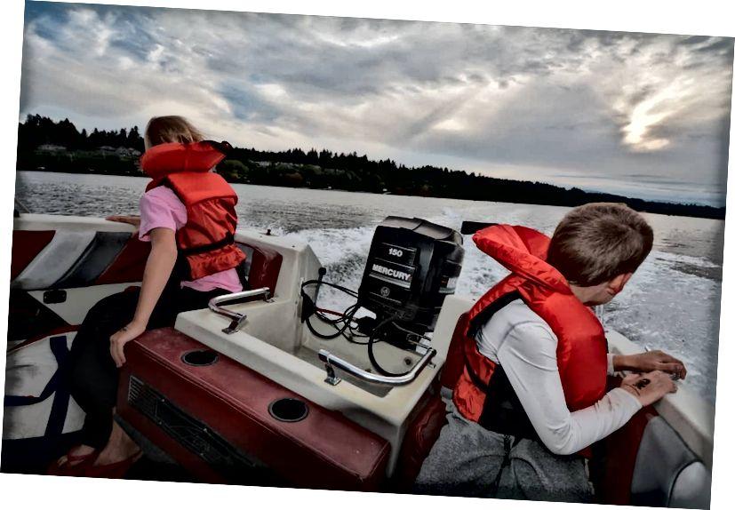 Наш диван - це човен на острові Ванкувер поблизу Вікторії до нашої ери
