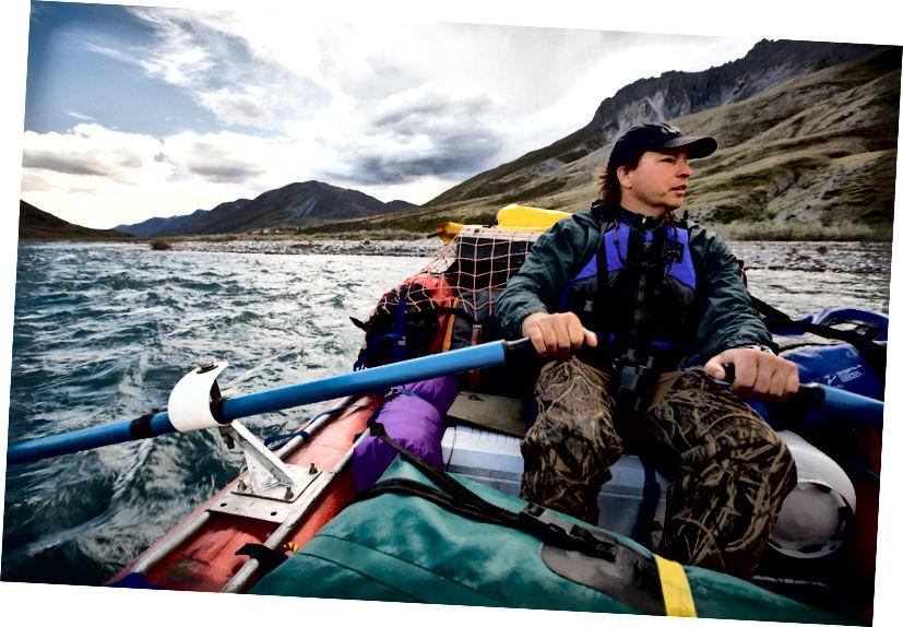 Більшість відвідувачів Арктичного притулку приїжджають у рюкзак, полюють, ловлять рибу чи пливуть його річками. Фото Лінкольна Ельза.