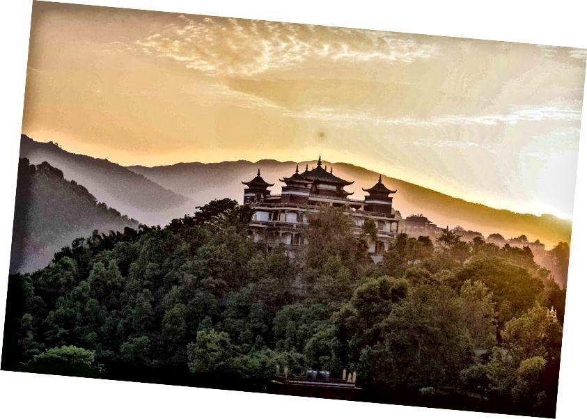 * Kopan Manastırı, Nepal'den gündoğumu manzarası.