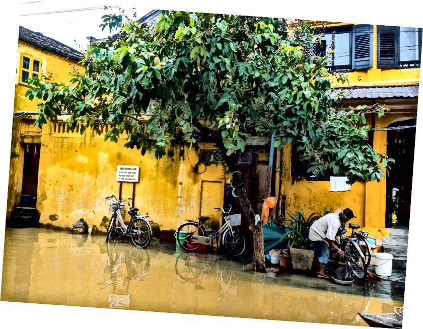 Hoi An ülkenin merkezinde, sık sık yoğun su baskınına maruz kalıyor