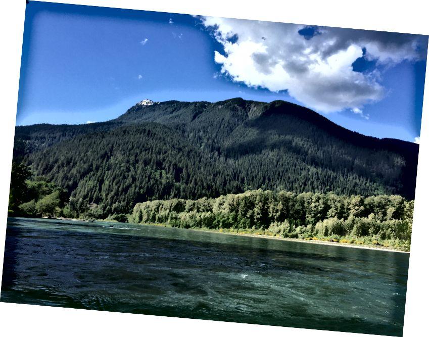 Skagit Nehri'nin evimden görünüşü. Fotoğraf yazar
