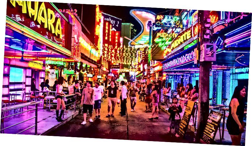 Сои Цовбои, кратка улица са неких 40, углавном го-го барова, сличних Нана Плаза и Патпонг