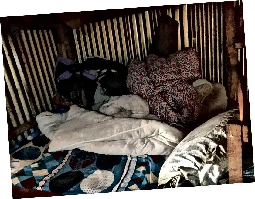 Nagarkot ailesinin oturma odası / yatak odası.