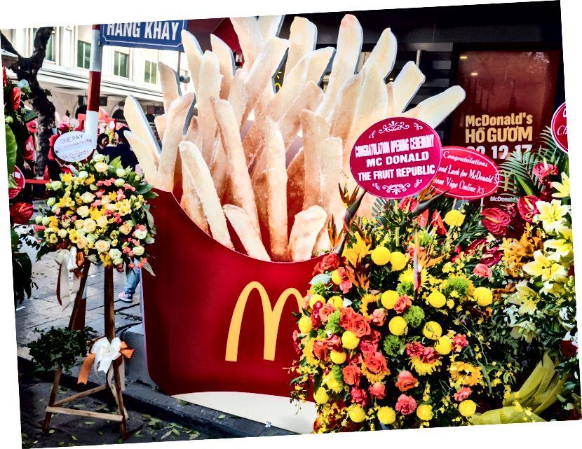 Kuzey'deki ilk MacDonald'ın restoranının açılışı