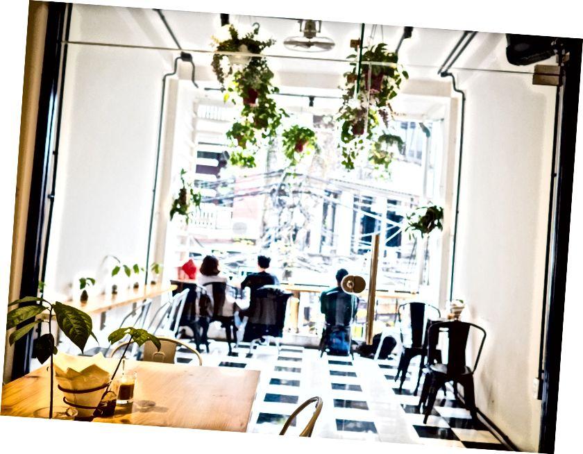 Hanoi en iyi pho; bir kafe