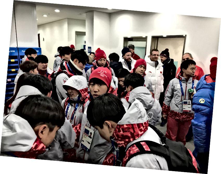 Yarışma bittikten hemen sonra Finish House'daki kalabalıklar.