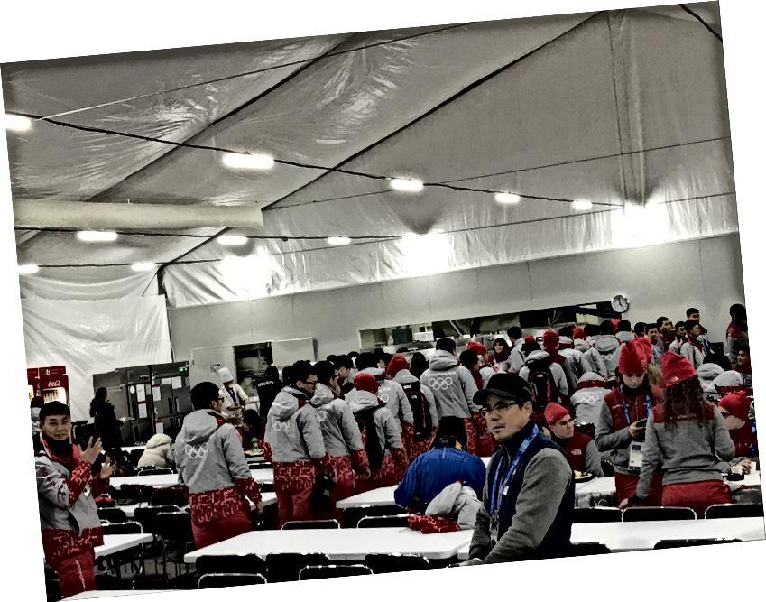 Olimpik Kayma Merkezi'ndeki gönüllü kafeterya
