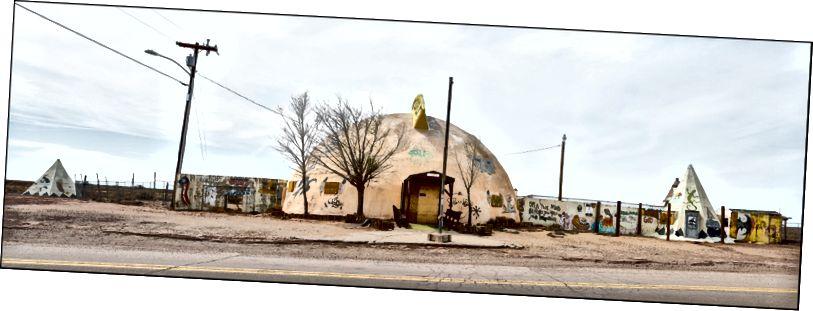 Торгова пошта Meteor City, маршрут 66, п'ятнадцять миль на схід від Вінслоу, штат Арізона, 4–11–2018