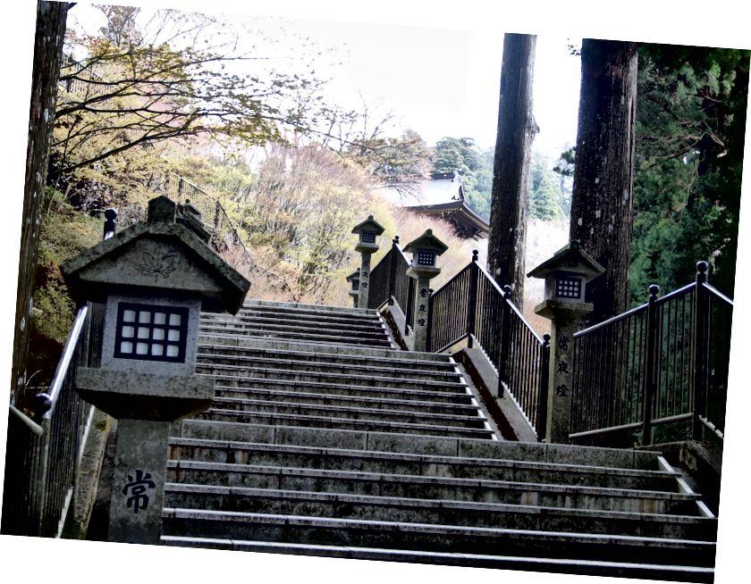 відвідування першої святині з моменту виїзду (святиня Акіха, Шизуока)