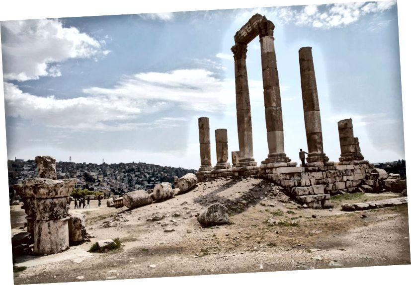Những tàn tích của Đền Hercules, có từ thế kỷ thứ hai, sau Công nguyên