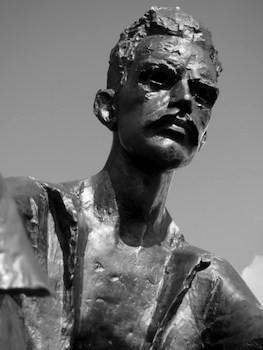 Tượng Attila József, Budapest, Adam Craig