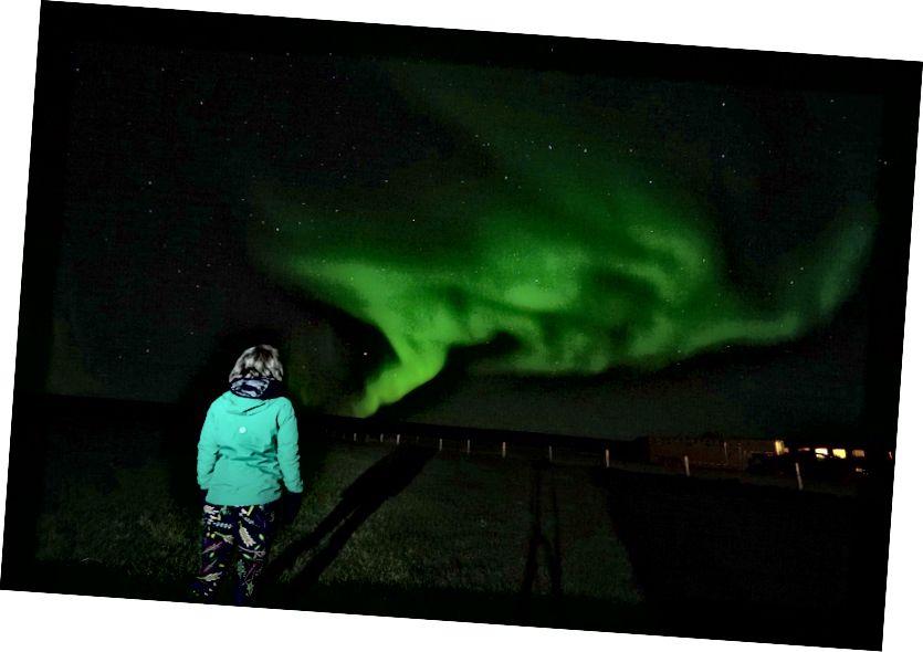Trời lạnh, nhưng tôi đã có thể xem Đèn chỉ trong các lớp đã nói ở trên. Tháng 9 năm 2017 - Bắc Iceland - Ảnh của Derek.