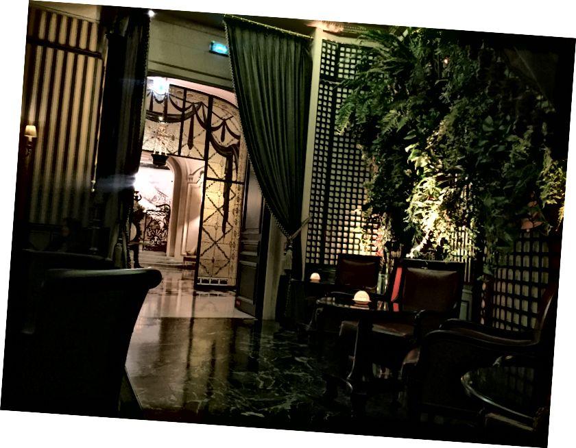 Schöner Eingang zur Bar.