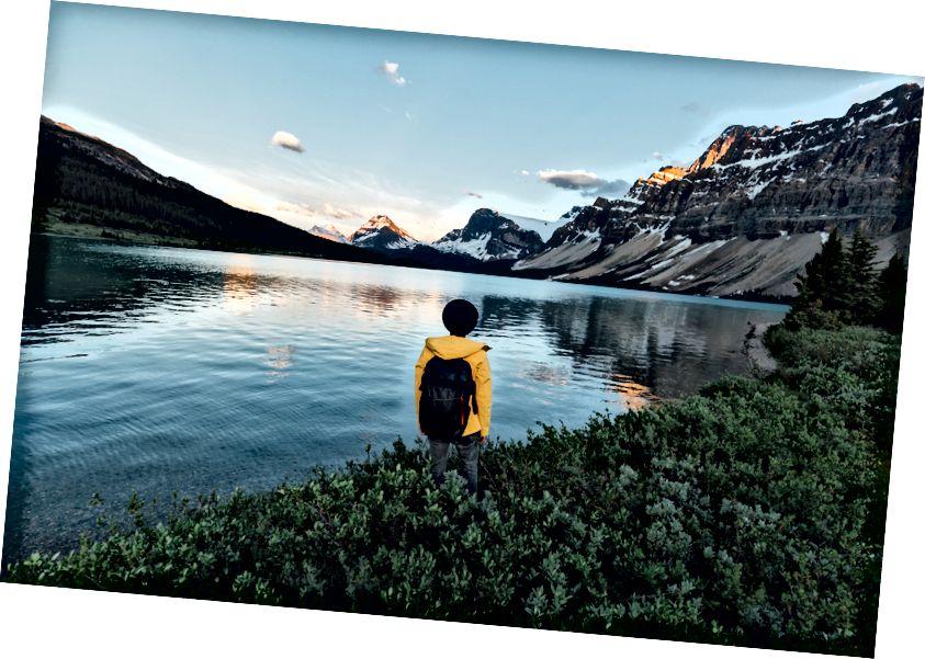 Er yuzidagi eng yaxshi tog'lar orasida alp porlashni tomosha qilish kabi hech narsa yo'q. Manzil - Banff milliy bog'idagi Bow Bow ko'li.