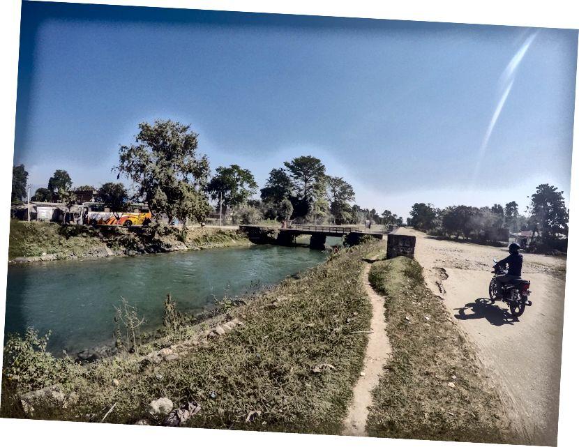 Perbatasan Indo-Nepal di Banbasa (dari halte bus Banbasa ke perbatasan, orang bisa mendapatkan taksi sepeda)