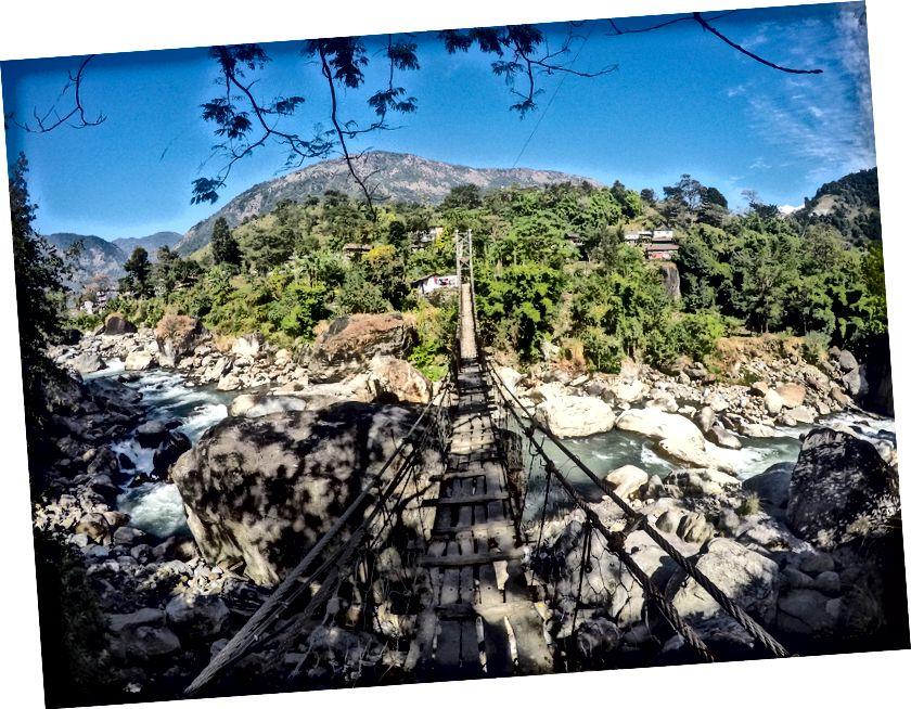 Esimene paljudest rippsildadest, mida üks kohtab Annapurna ringrajal. See viib Bhulbule, esimesse külla, millega ma Besisaharist matkates kokku puutusin.