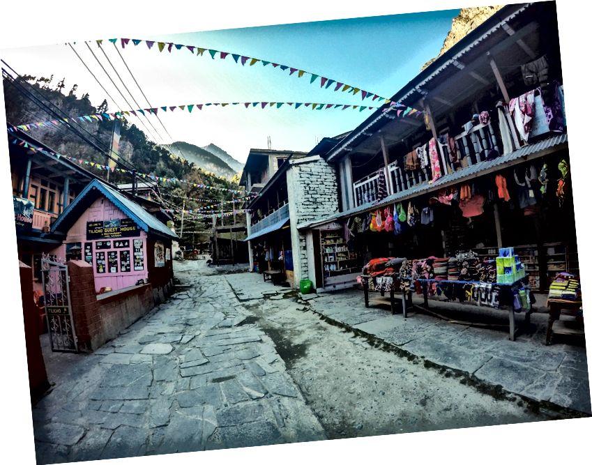 Ilus Chame'i küla ja rada peal suur peatusjaam