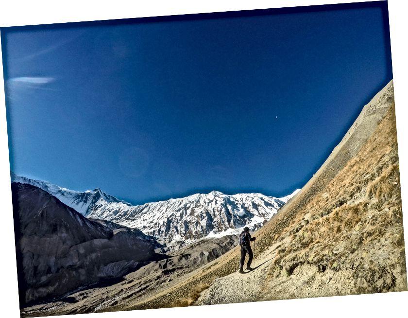 Turysta na szlaku Annapurna
