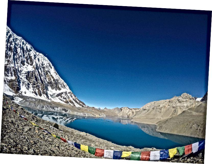 Kõrgusel üle 4949m, mida nimetatakse oma suuruse põhjal maailma kõrgeimaks järveks (ehkki vaieldav), on ..