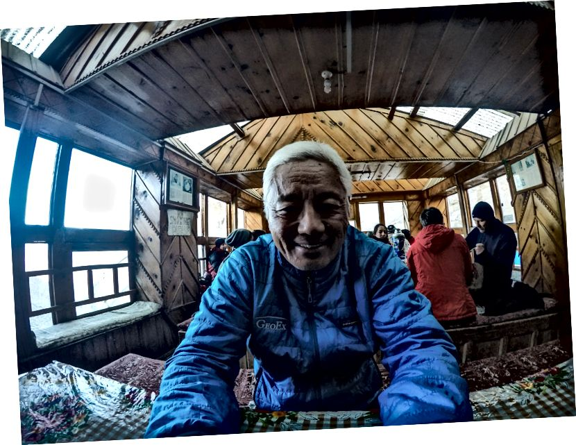 Bertemu dengan pria ini bernama Yam Gurung .. Belajar banyak tentang Gurungs, Orang Bon, Masuknya Hindu-Budha pada Budaya Nepal, masalah Madheshi di Nepal dan sebagainya .. Dia berbasis di Kathmandu dan telah bekerja sebelumnya untuk Tiger Tops (sebuah perusahaan petualangan). Dia saat ini bekerja sebagai konsultan petualangan dengan National Geographic dan telah memimpin kelompok NatGeo di Karakoram, Trans-Himalaya, Sikkim, Arunachal, dan Tibet.